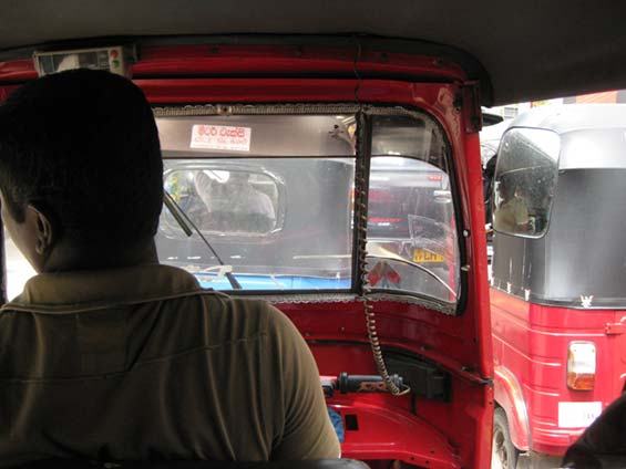 Colombo traffic tuk tuk